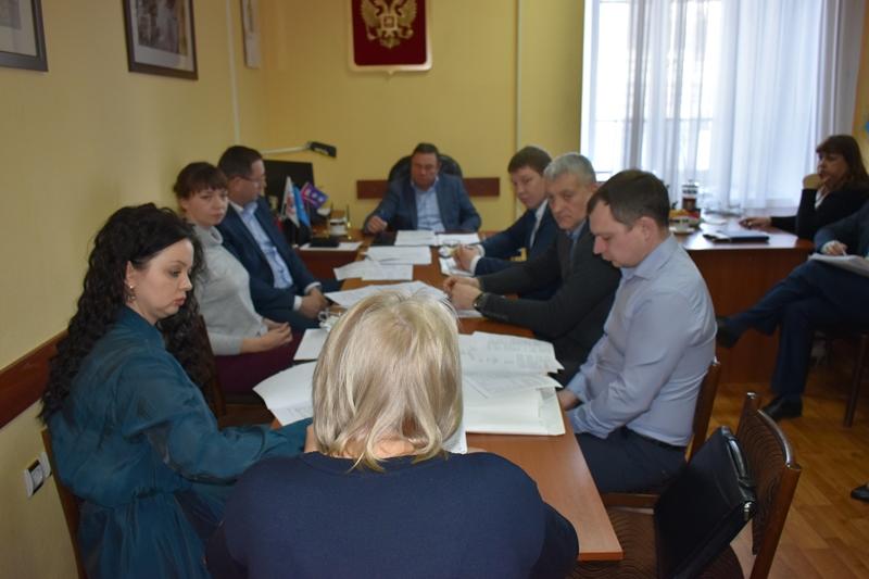Изменения в бюджет города и другие вопросы повестки заседания Думы обсудили на комитете по бюджету, налогам и финансам